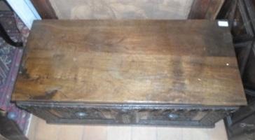 coffre en bois fa ade sculpt e fin xvii me antiquit s et meubles anciens. Black Bedroom Furniture Sets. Home Design Ideas