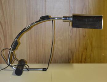 Lampe de bureau en acier chromé xxth xxist centuries furniture