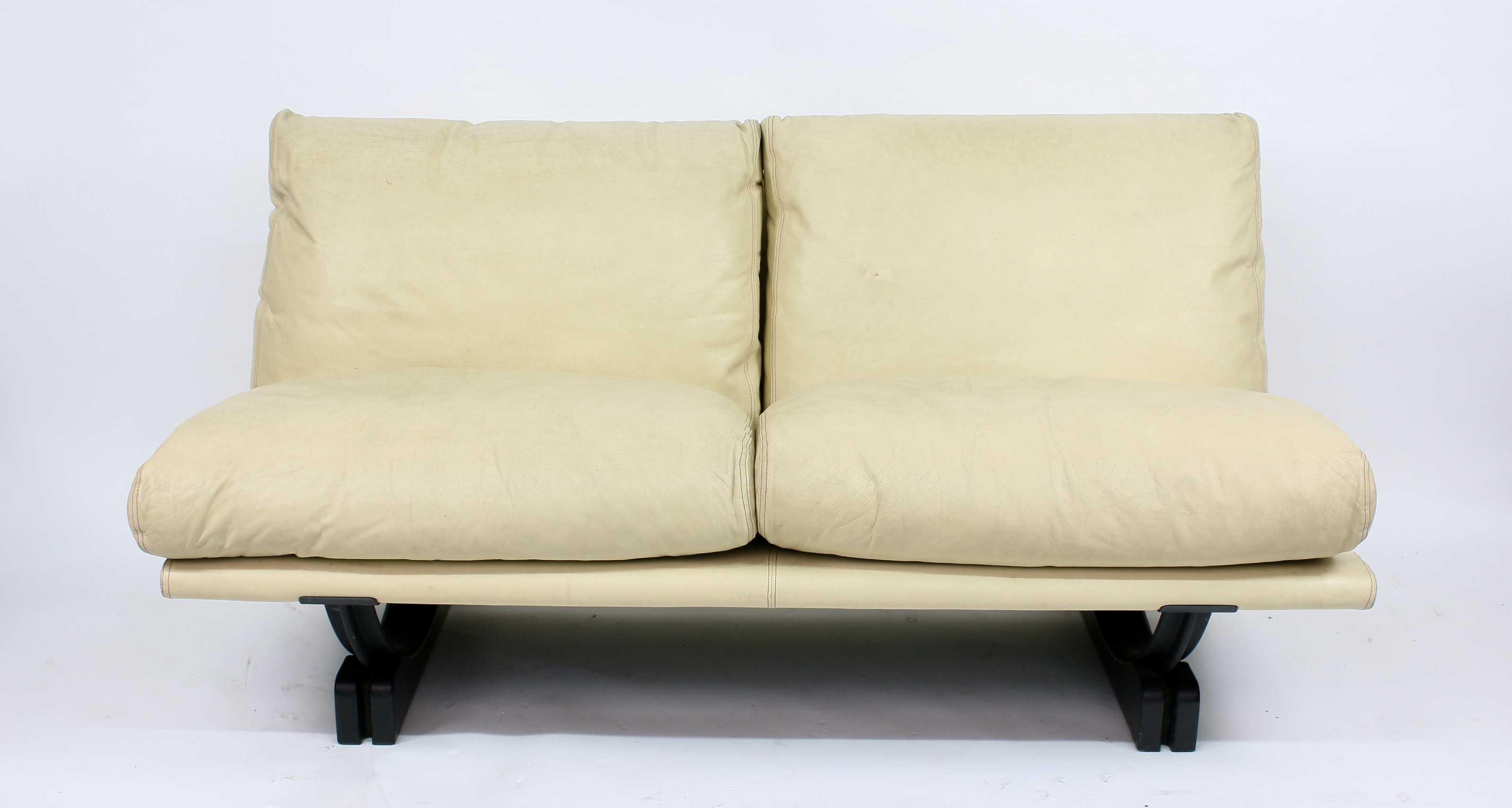 canap poltrona frau mobilier du xx me si cle. Black Bedroom Furniture Sets. Home Design Ideas