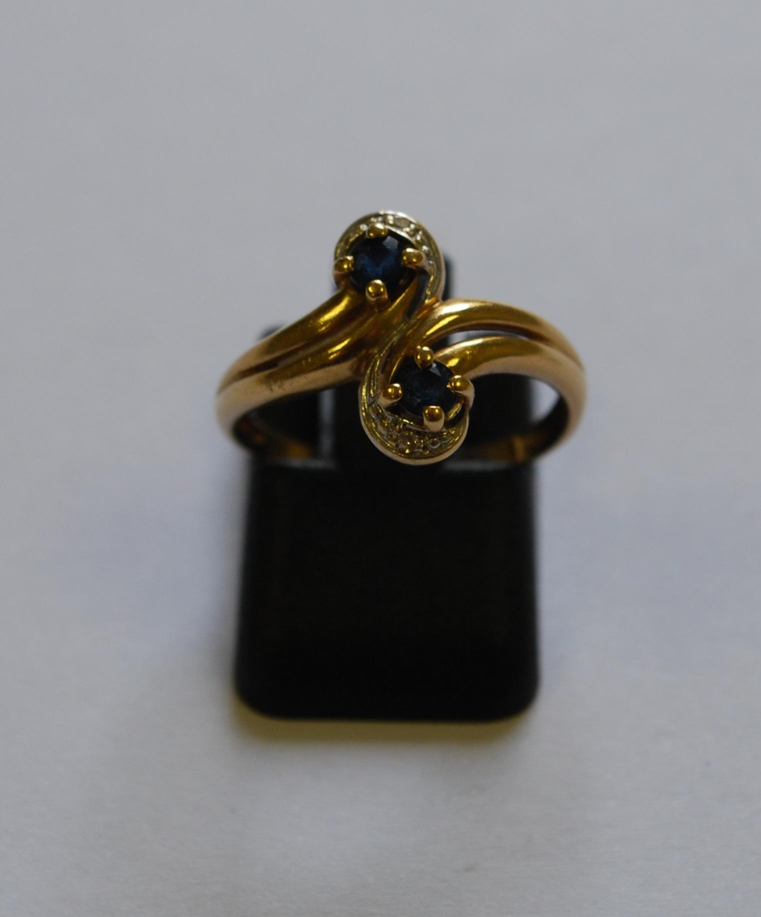 bague toi et moi or jaune termin e par 2 saphirs soulign s d 39 un petit diamant bijoux et. Black Bedroom Furniture Sets. Home Design Ideas