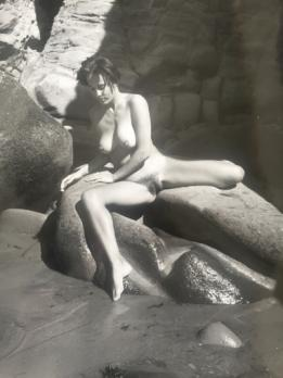 André de DIENES - Nude on rock, 1960, original photograph 2