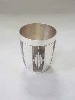 Tumbler in solid silver with geometrical patterns
