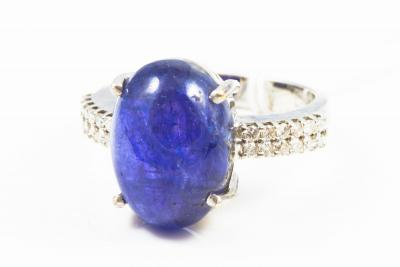 BAGUE en or blanc 750 ( 18 KT ) TANZANITE Cabochon  et DIAMANTS - Garanti par CERTIFICAT GEMMOLOGIQUE