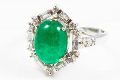 White gold ring 750 (18 kt) cabochon emerald from Columbia and diamonds - garantee by gemmological certificate
