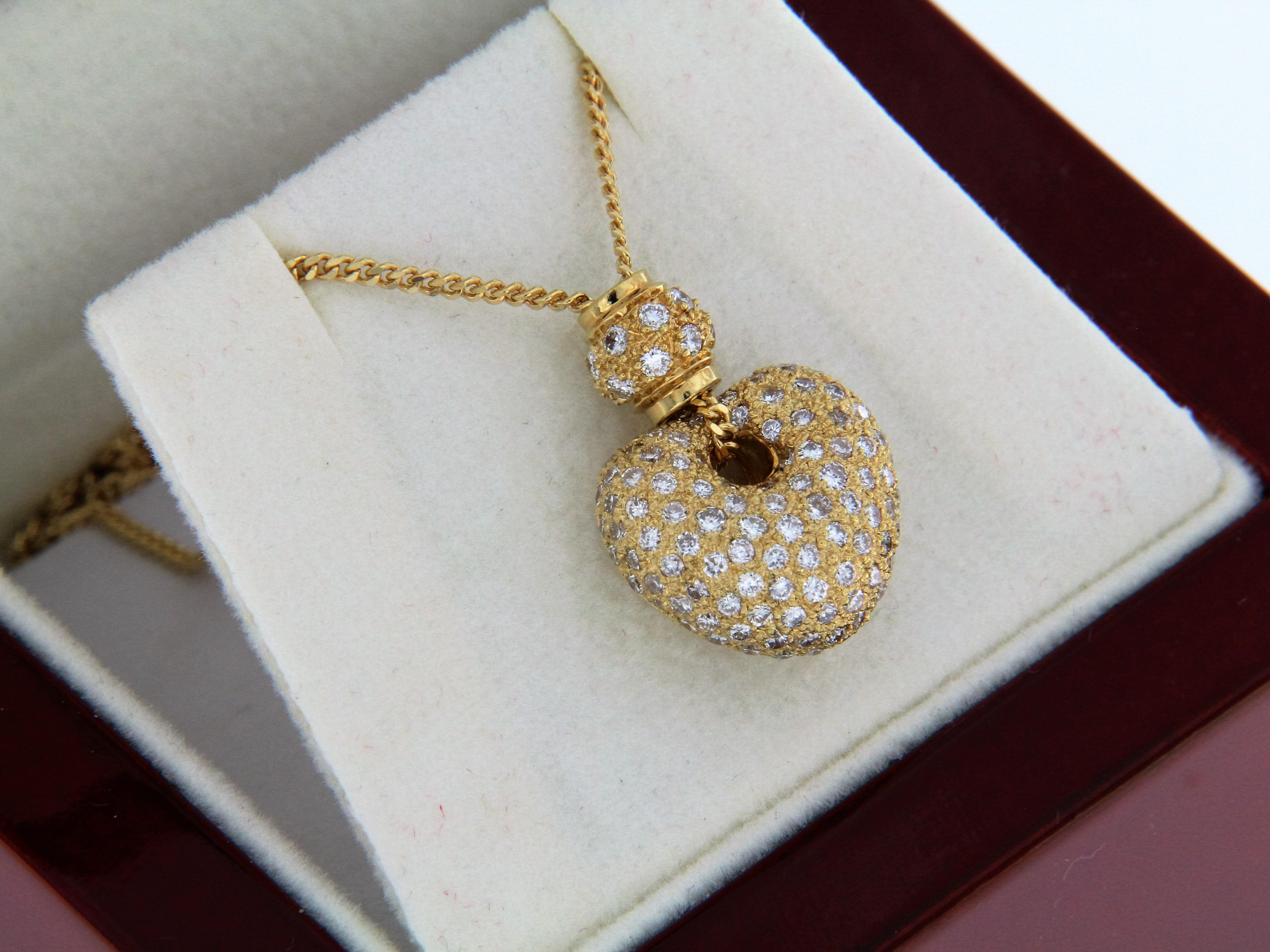 collier pendentif coeur or 18 carats et diamants. Black Bedroom Furniture Sets. Home Design Ideas