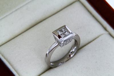 Ring with white gold and diamonds 2