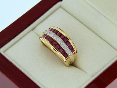 Bague OR jaune 18K à Dominance RUBIS 1.68 Carat et DIAMANTS