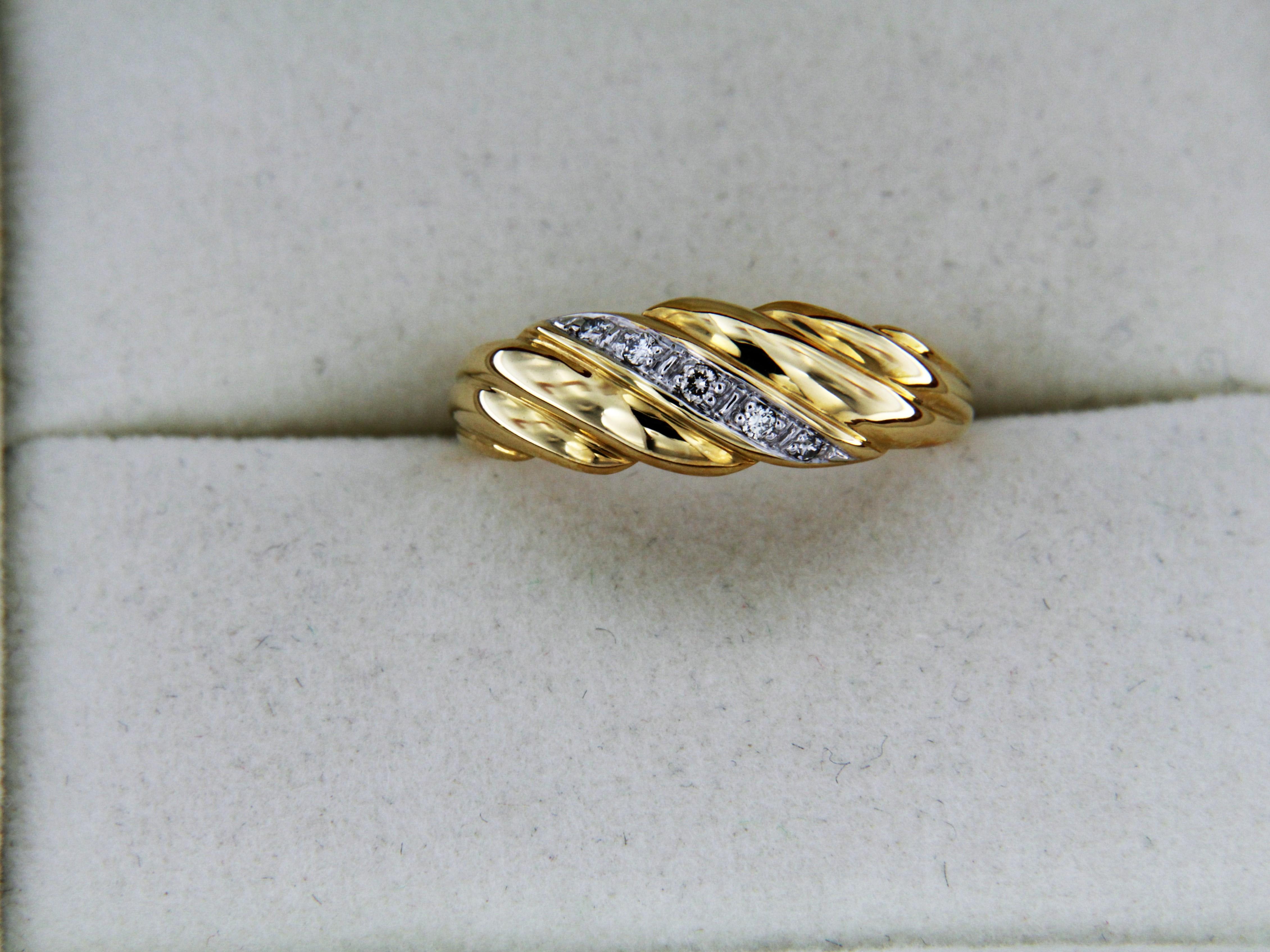 bague or jaune 18 carats et diamants bijoux et montres. Black Bedroom Furniture Sets. Home Design Ideas
