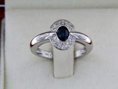 White gold ring 18 carats + sapphire + diamonds
