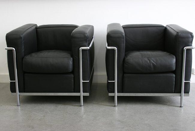 le corbusier lc2 paire de fauteuil mobilier du xx me si cle. Black Bedroom Furniture Sets. Home Design Ideas