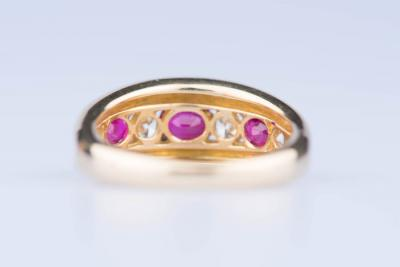 Bague en or jaune 18 ct sertie de 4 diamants 0,60 ct et 3 rubis 0,80 ct 2
