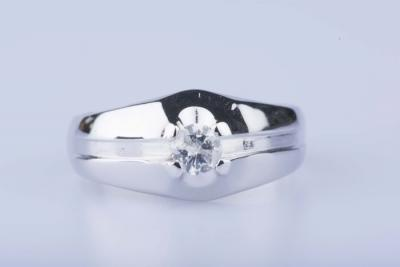 White gold ring of 18 ct with 1 diamond of approx. 0,25 kt - EU size 54