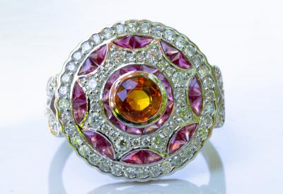 BAGUE en or gris 750 (  18 KT  ) de style Art déco SAPHIR  orange  RUBIS et DIAMANTS  . CERTIFICAT GEMMOLOGIQUE