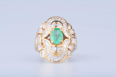 18 ct yellow gold ring with 100 baguette diamonds of approx. 2.07 ct in total 1 central emerald approx. 2.41 ct