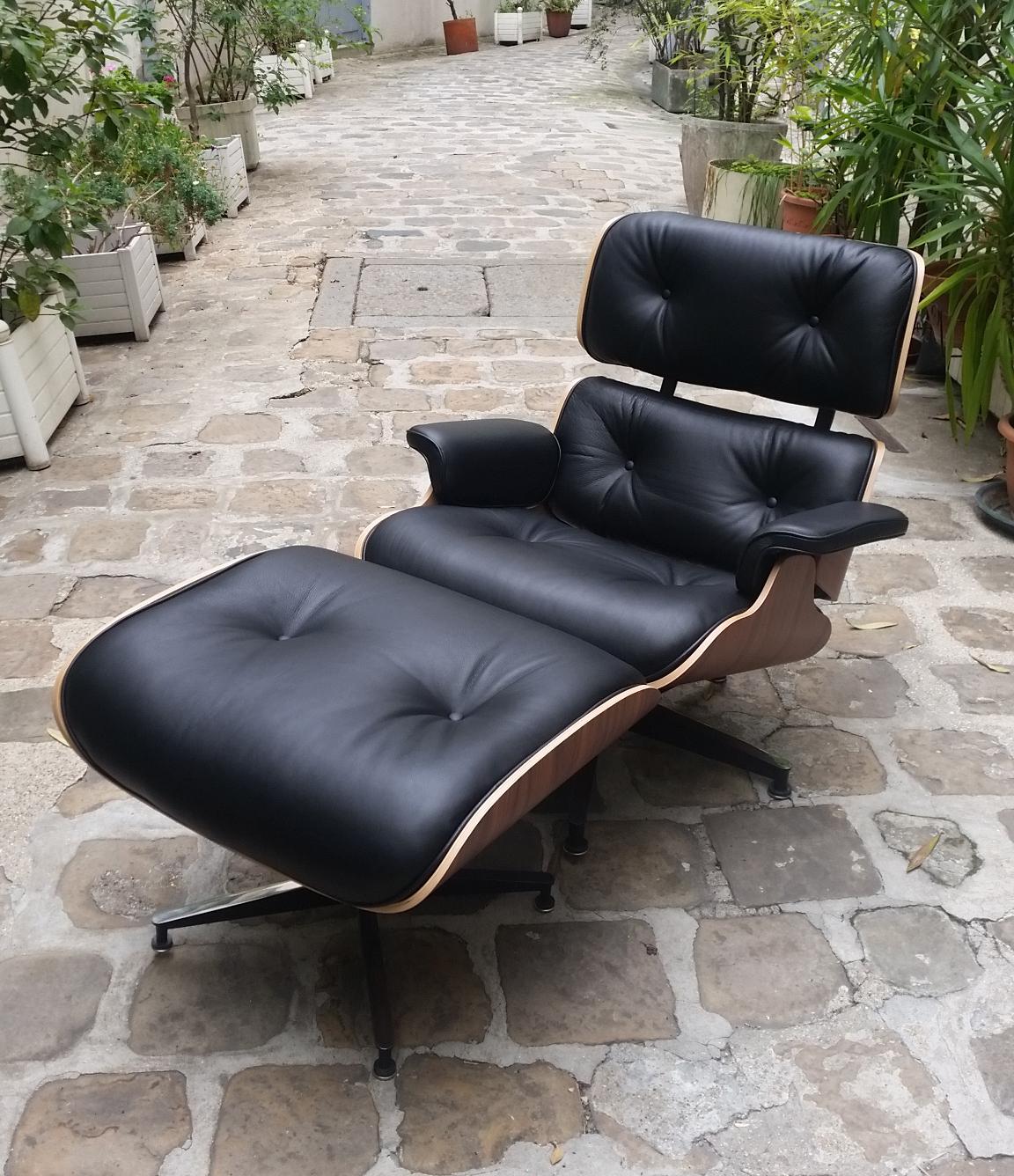Charles eames fauteuil lounge noir grain mobilier du for Achat fauteuil charles eames
