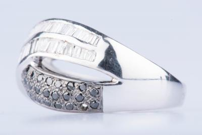 Bague en or blanc 18 ct 34 diamants noirs env. 0,34 ct au total 46 diamants baguettes 2