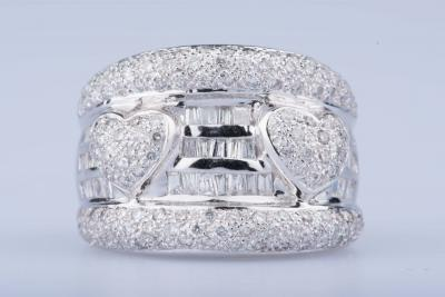 18ct white gold ring with diamonds approx. 1.44 ct in total 42 baguette diamonds