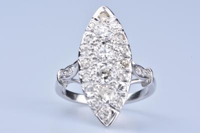 Bague marquise en or blanc 18 ct - 22 diamants pour 1,29 carats