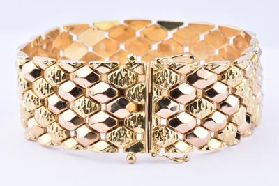 Beautiful bracelet in yellow gold 18 carats (750 1000th). Secure drawer clasp.