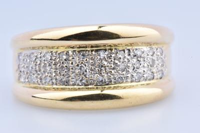 Beautiful ring in 18K yellow gold (750 millemes) adorned with 30 round brilliant diamonds of 0.01 carat each, ie 0.3 carat in total