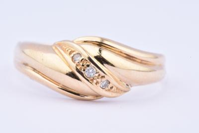 18 karat gold ring (750 thousandths) adorned with 3 diamonds 0.008 carat each, 0.024 carat in total.