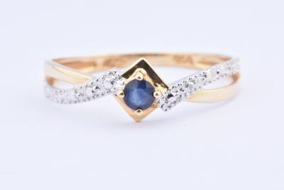 Ring in 18 carat gold (750 thousandths) composed of 1 round sapphire of 0.09 carat.