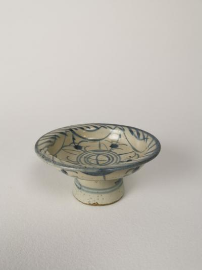 Chinese porcelain offer plate Ming dynasty