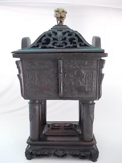 Cauldron (vase) in bronze form Ding